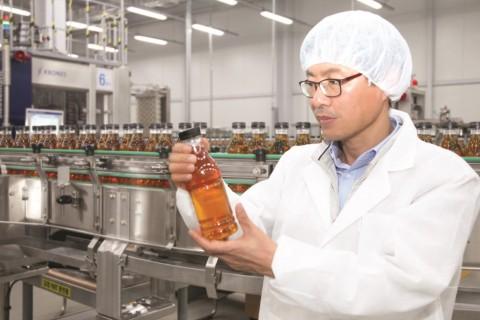삼양패키징의 아셉틱(무균) 충전 설비에서 음료가 생산되고 있다