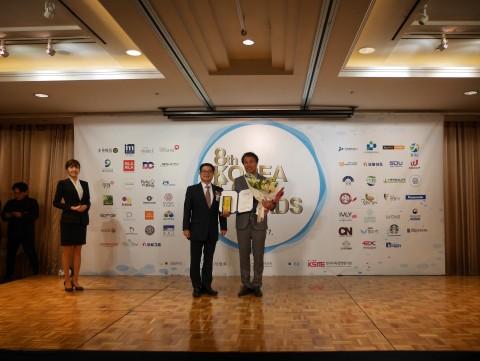 비즈플레이는 무증빙 경비지출관리 솔루션으로 제8회 Korea Top Awards에서 서비스브랜드 대상을 수상했다