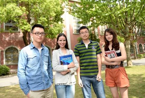 상해이공대학교 중영국제학부 학생들