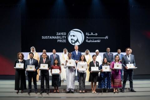 1월 열린 2019 자이드 지속가능성상 시상식에서 수상자들이 포즈를 취하고 있다