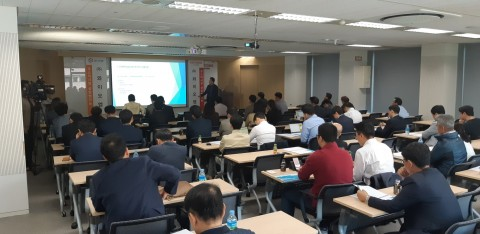 와이오엠은 기업설명회에서 회사의 새로운 사업 동력인 안티에이징 신약연구 및 개발 성과를 소개하고 앞으로의 비전을 발표하는 자리를 가졌다