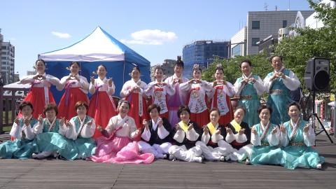 대전 서구문화원의 '내 나이가 어때서 흥겨운 100세 마당' 공연