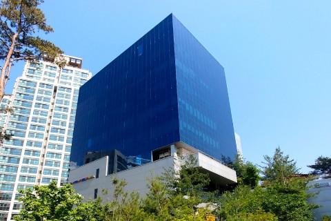 온라인 보도자료 배포 서비스의 선두 주자인 뉴스와이어는 사업 확장에 따라 사무실을 서울 중구 서소문로에 위치한 N빌딩으로 이전했다