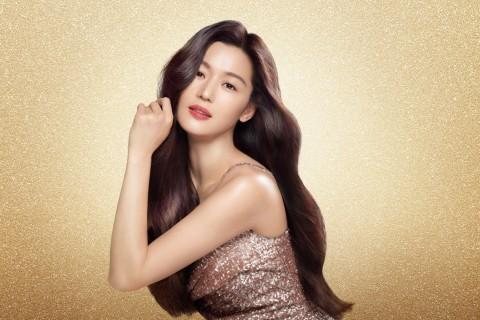 LG생활건강 헤어 코스메틱 브랜드 엘라스틴이 배우 전지현을 7년 만에 모델로 재발탁했다
