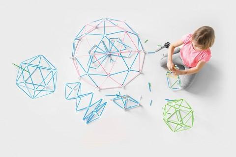 간단한 도형부터 기하학 구조뿐 아니라 복잡한 다리 구조물, 움직이는 연결장치 등 자유롭게 아이디어를 떠올리고 구조물을 만들 수 있는 스트로비