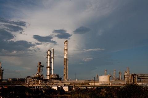 18개월간 어센드는 앨라배마주 디케이터 시설의 아디포니트릴 생산용량을 90킬로톤 확장했으며 2022년까지 추가로 180킬로톤 확장할 예정이다