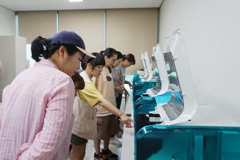 3D프린팅 실습 중인 교육생들