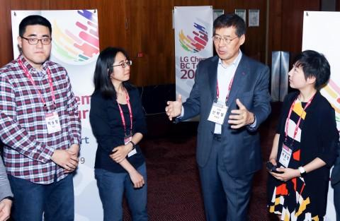 LG화학 신학철 부회장이 독일에서 취임 후 첫 글로벌 인재확보에 나섰다