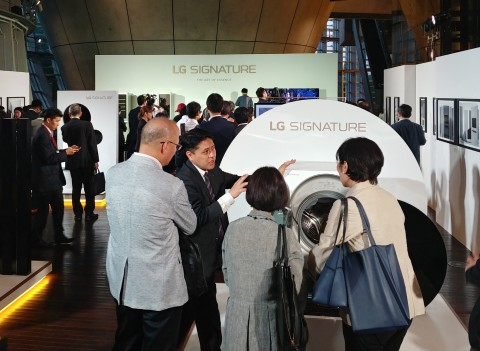 LG전자가 초프리미엄 LG 시그니처를 일본에 론칭하고 출시 행사를 갖고 있다