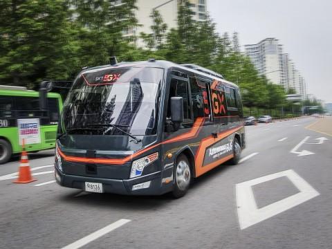 SKT가 서울시와 5G 자율주행 버스를 공개했다