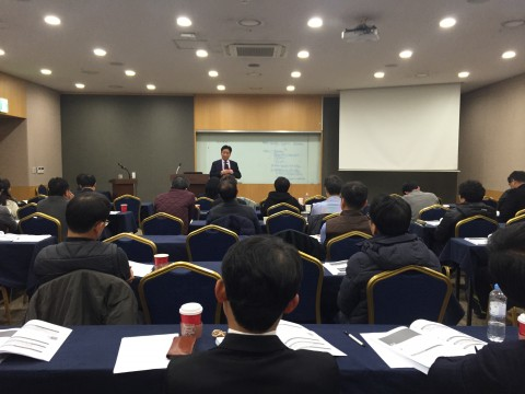 제9차 건설클레임 과정에서 황문환 수석위원이 강의를 진행하고 있다