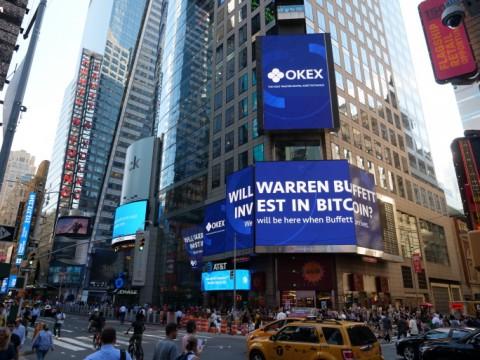OKEx, 뉴욕 타임스웨어 광고판에 등장: 워렌 버핏이 과연 비트코인에 투자할까?