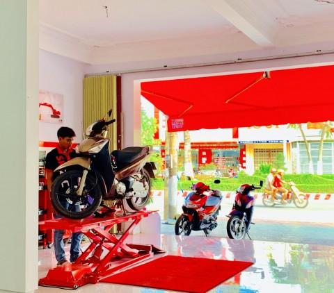 드림셰어링이 베트남 짜빈성에 세운 사회적기업의 오토바이 경정비 매장