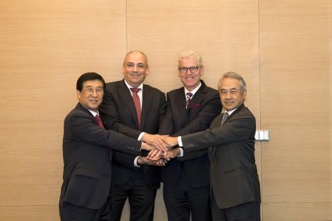 왼쪽부터 배재훈 현대상선 사장, Rolf Habben Jansen 하팍로이드 사장, Jeremy Nixon ONE 사장, Bronson Hsieh 양밍 회장 겸 사장