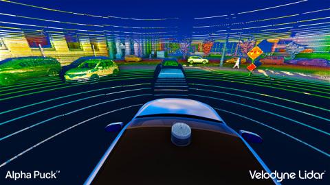 벨로다인 알파 퍽에 의해 생성된 포인트 클라우드는 차량 주변의 사람과 물체의 위치를 동시에 찾고 움직이는 속도와 경로를 평가할 수 있다