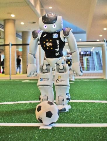 세계 챔피언컵 파이널에서 2:1로 우승한 B-Human 로봇