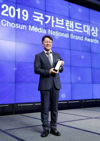가장 진보된 와이퍼 기술력의 집약체, 일체형 플랫 와이퍼의 베스트셀러 보쉬 에어로트윈 와이퍼가 2019 국가브랜드대상 시상식에서 2년 연속 자동차 부품 부문 최고의 브랜드로 선정되었다
