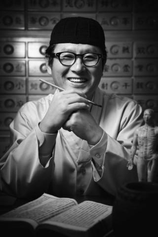 김오곤 한의사가 김오곤 한방통합 치유센터를 설립했다