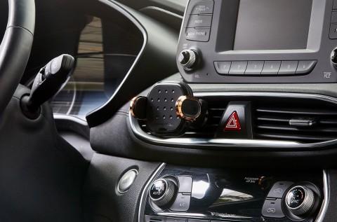 무선충전과 하이브리드 모션센싱이 탑재된 차량용 휴대폰 거치대 대쉬크랩 핏