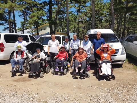 광주교통약자이동지원센터는 장애인여름바다체험대회를 위해 차량을 지원했다