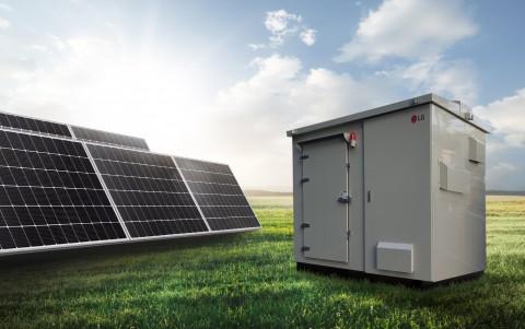 LG전자가 소규모 태양광 발전용 올인원 ESS를 출시했다