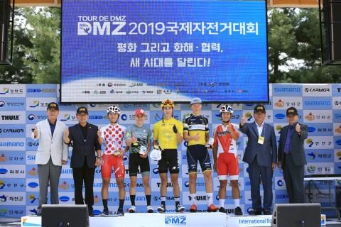 Tour de DMZ 2019 대회 2일차 시상식