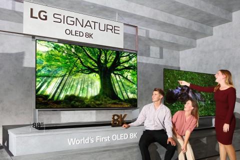 LG전자가 리얼 8K 올레드 TV 글로벌 출시를 확대한다