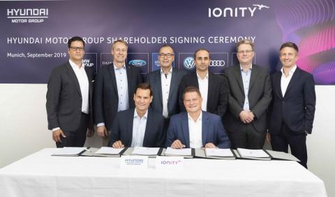 현대·기아차가 독일 뮌헨에 위치한 아이오니티 본사에서 투자 및 전략적 사업 협력에 대한 계약을 체결했다