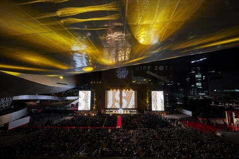 Busan Metropolitan City hosts the 24th Busan International Film Festival and G-STAR 2019. 2019 Busan International Film Festival (BIFF) will showcase 303 films on 37 screens from October 3 to 12. Game Show & Trade, All-Round 'G-STAR 2019', the global game exhibition, will take place at BEXCO, Busan from November 14 to 17. The photo shows the 23rd Busan International Film Festival 2018 Opening