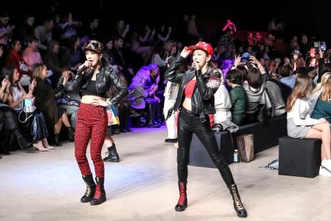 2019 메르세데츠 벤츠패션위크의 패션모델로 선 신예 걸 그룹 Musky