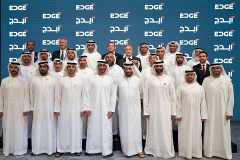 새로 발표 된 UAE 첨단기술 회사 EDGE의 CEO들과 함께한 셰이크 모하메드 빈 자예드 알 나얀