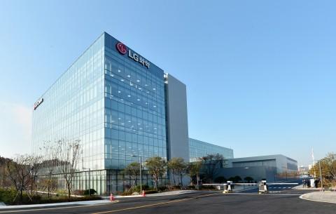 LG화학이 국내 최대 규모 석유화학 전문 오산 테크센터를 신축했다