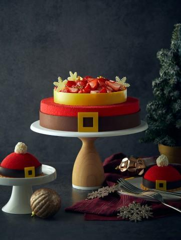 호텔 서울드래곤시티가 딸기 품은 크리스마스 스페셜 케이크를 출시했다