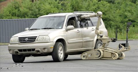 미 육군은 CRS-H 프로그램으로 플리어 코브라 로봇을 선택했다. 군인들은 로봇을 사용하여 차량의 급조 폭발물 또는 다른 위험한 임무를 수행하는 등의 다양한 작업을 수행하게 된다