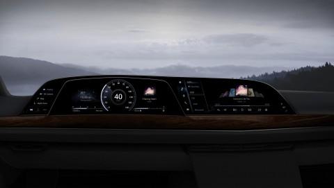 LG전자가 공급한 P-OLED 기반 디지털 콕핏을 차량에 적용한 예시