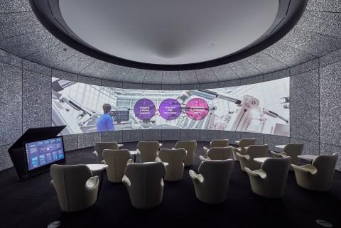 iF 디자인 어워드를 수상한 LG CNS의 B.E.A.T가 적용된 1층 데모써클룸