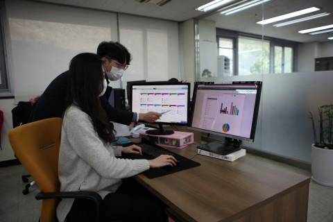 김포대 직원이 MS Office 365의 쉐어포인트로 부서별 운영계획서를 작성 중이다