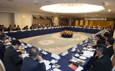 FPT가 2019년 6월 G20 오사카 서밋 부대행사에서 일본 정부 및 기업과의 무역협력을 논의하기 위해 베트남 총리의 조찬을 주최했다