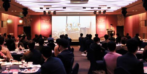인터컨티넨탈 서울 코엑스 호텔에서 우버옵션 관계자가 비트바이너리 옵션을 소개하고 있다