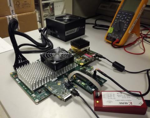 새로운 데이터 변환기들은 KU060 시리즈에 사용될 수 있도록 변형된 ESIstream 고속 시리얼 인터페이스 프로토콜 형태로 통합, 개별적으로 FPGA와 상호 운용될 수 있다
