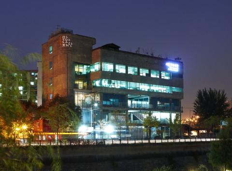 동대문구 청계천로 517에 위치한 서울문화재단 본관