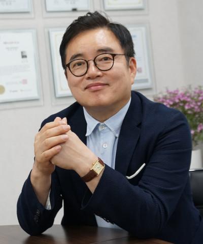심버스 와이즈엠글로벌 대표 최수혁 박사