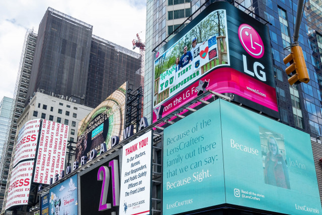 LG전자가 미국 현지시간으로 6월 4일부터 뉴욕 타임스스퀘어에 있는 LG전자 전광판에 미국법인 임직원들이 직접 만든 땡큐(Thank You) 메시지를 보여주고 있다