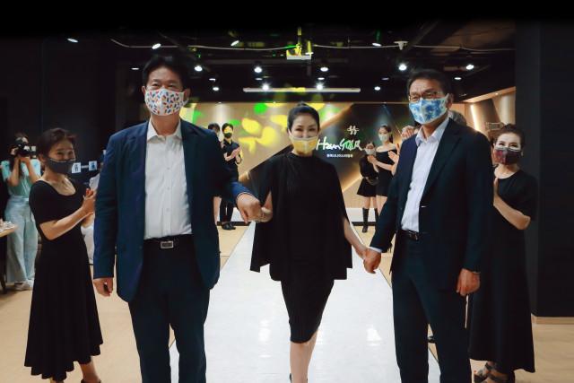 한국시니어스타협회가 신사동 소재 협회 사무실에서 국내 첫 마스크 패션쇼를 개최했다