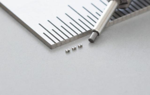 무라타가 01005인치 크기에 정전용량 1.0μF의 세계 최초 적층 세라믹 커패시터를 개발했다