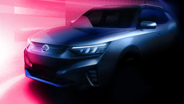 쌍용자동차가 첫 전기차 E100의 티저 이미지를 공개했다