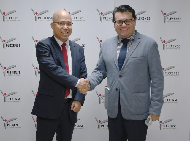 왼쪽부터 플렉센스 김기범 대표와 후안 카를로스 카이사 로메로 주한 콜롬비아 대사