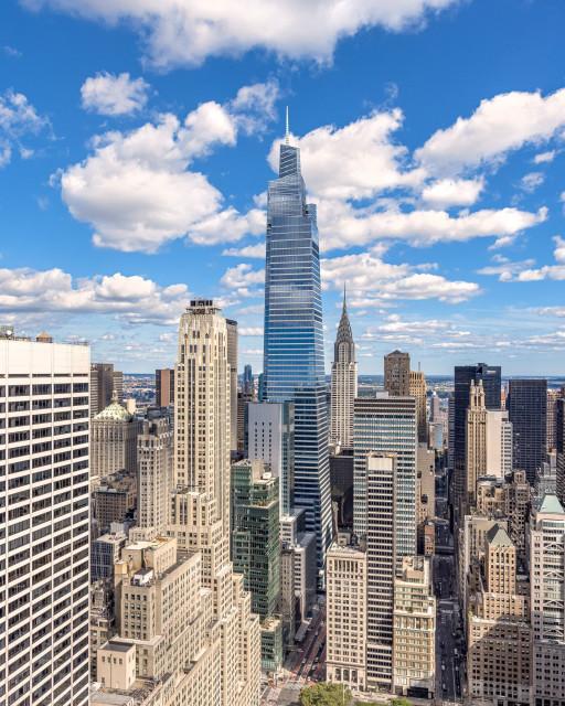1401피트 높이에 총 170만 평방피트에 달하는 원 밴더빌트는 비교할 수 없는 편의시설, 혁신적인 사무실 디자인, 기술 제공, 동급 최강의 지속 가능성 관행 및 그랜드 센트럴 터미널 입구의 주요 위치를 제공한다. 상징적인 타워는 맨해튼 미드 타운에서 가장 높은 오피스 타워이다