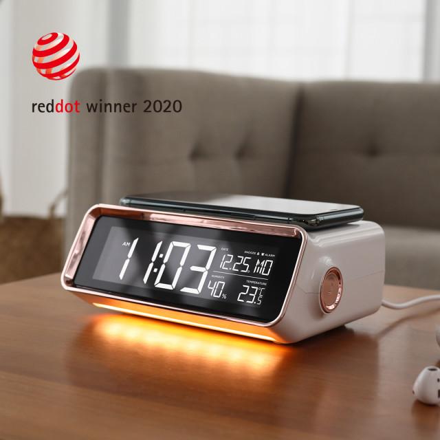 무아스가 무선 충전 시계 라인의 신제품인 올 뉴 스마트 무선충전 알람시계(Mooas All-New Smart Clock MC-W6)를 출시했다