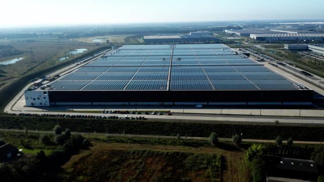 네덜란드 벤로에 소재한 PVH 유럽의 창고/물류센터 솔라 루프